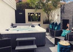Hot Tub at Bournemouth Beach Boutique