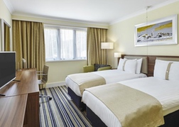 Holiday Inn Cardiff North Twin Room